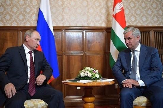 Граждане России в Абхазии получат медстраховку в системе ОМС РФ