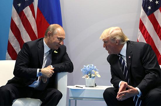 На здании отеля Трампа в Нью-Йорке появилось изображение президента России