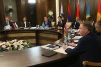 Премьеры стран ЕАЭС намерены устранить ограничения на общем рынке