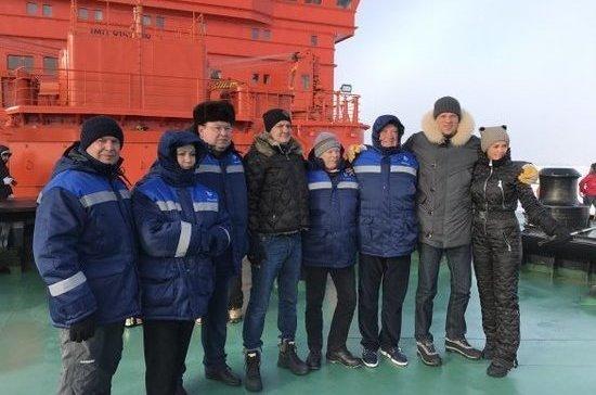 Депутат Зубарев принял участие в установке флага России на Северном полюсе