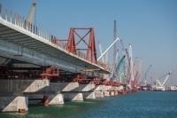 Начался подъем арки на опоры моста через Керченский пролив