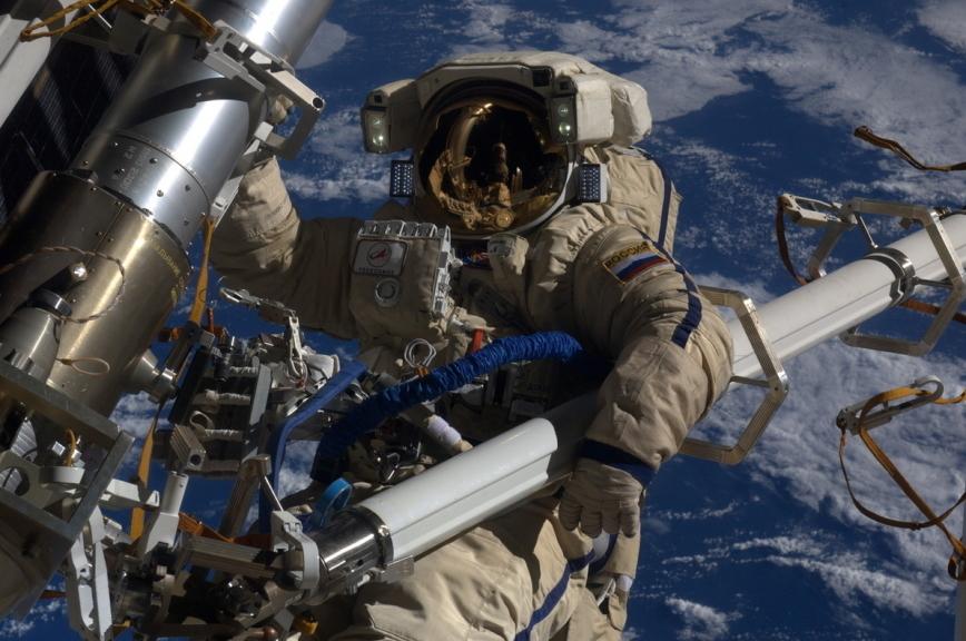 Ученые установили, что организм человека считает полеты в космос болезнью