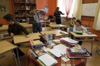 Госдума может рассмотреть законопроект об увеличении школьных каникул осенью, сказал депутат Деньгин