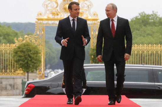 Макрон заявил о важности диалога с Россией по украинскому вопросу