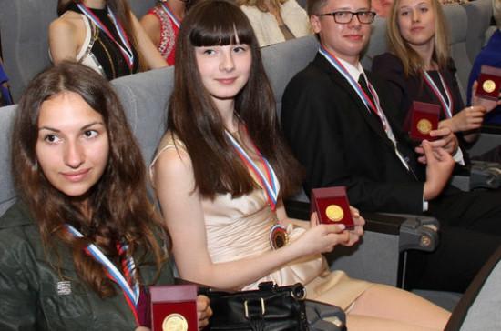 Ректор МГУ предложил учитывать результаты ЕГЭ при вручении золотых медалей выпускникам