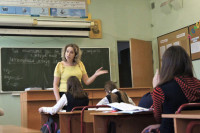 В Госдуме предложили присвоить педагогам статус госслужащих