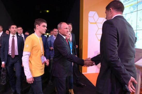 Путин поздравил российских школьников с Днём знаний