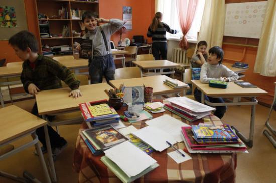 Школьные поборы должны перестать быть обязательными, заявила депутат Духанина