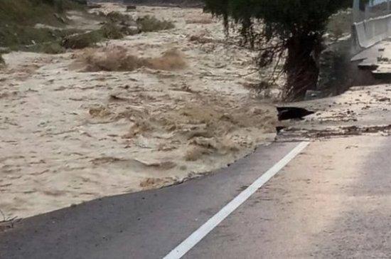 В Кабардино-Балкарии туристов эвакуируют из района схода селя