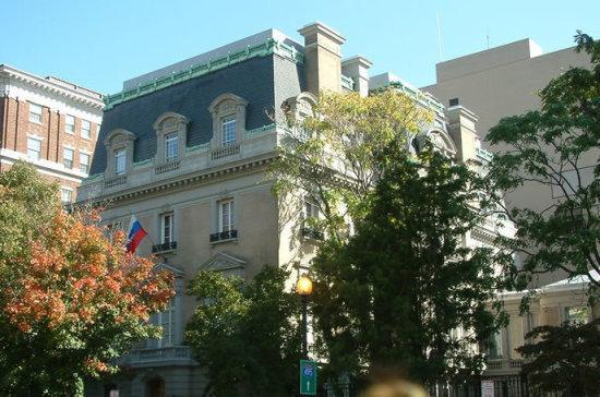 Посольство: Россия не будет скатываться к конфронтации и истерии в отношениях с США