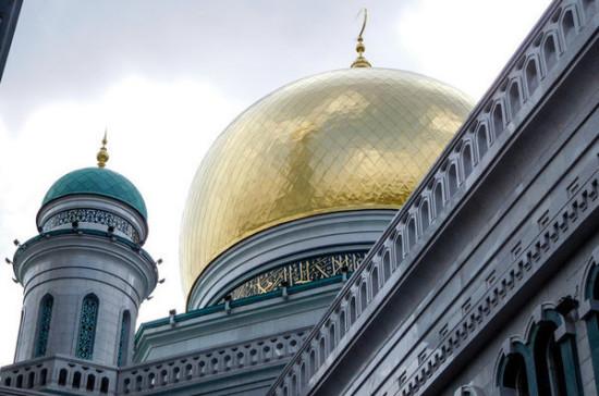 В Москве более 200 тыс мусульман отпраздновали Курбан-байрам