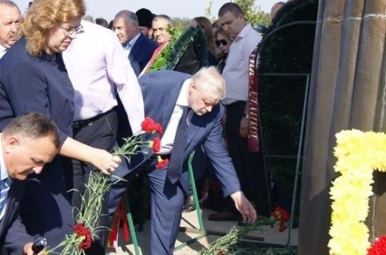 Вице-спикер Госдумы Епифанова почтила память жертв теракта в Беслане