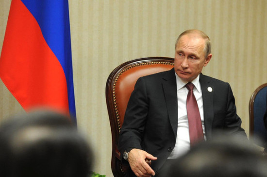 СМИ: Мун Чжэ Ин предложил Путину обсудить нефтяное эмбарго против КНДР