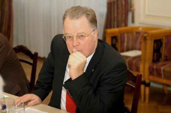 Экс-президент Латвии прекратил поиск могилы своего предка — довоенного диктатора страны
