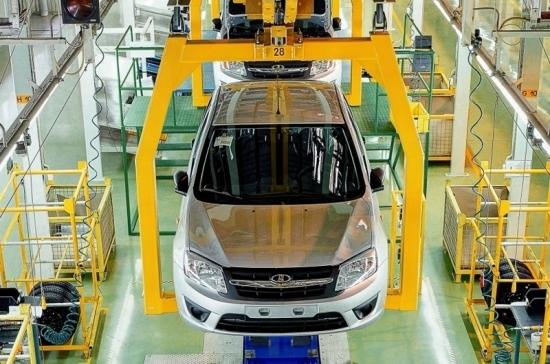 Медведев утвердил меры по поддержке экспорта в автопроме и машиностроении