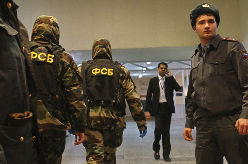 Сотрудники ФСБ изъяли в Мурманске ампулы с боевым веществом