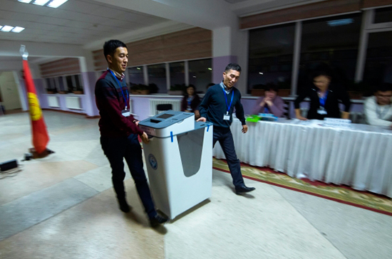 ЦИК Киргизии зарегистрировал 13 кандидатов в президенты страны
