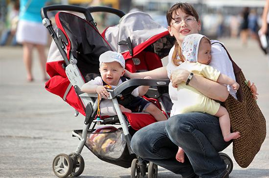 Топилин рассказал о продолжении согласования продления программы маткапитала до 2023 года