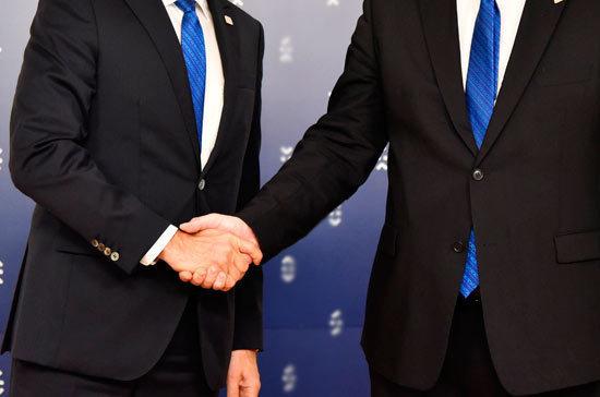 Россия и Япония подписали 50 соглашений и меморандумов в рамках ВЭФ