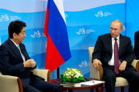 Абэ поблагодарил Путина за упрощение процедур посещения Курил бывшими жителями