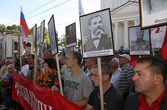 Крымчане вышли на «Бессмертный бастион» с портретами героев обороны Севастополя