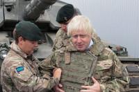 В посольстве России иронично прокомментировали фотографию главы МИД Британии в танке