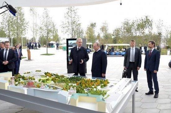 Путин в День города Москвы открыл парк «Зарядье» и пообщался с волонтёрами