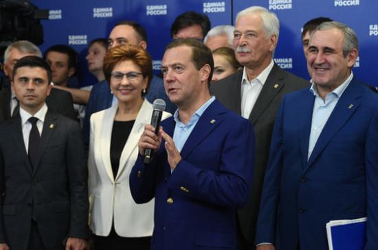 Доверие избирателей «единороссы» оправдают ежедневной работой, заявил Медведев