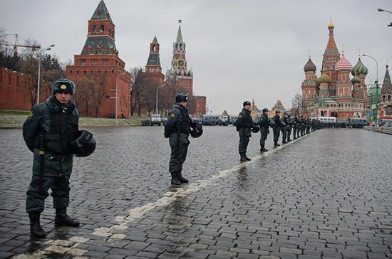 В полицию сообщили об угрозе взрыва на Красной площади