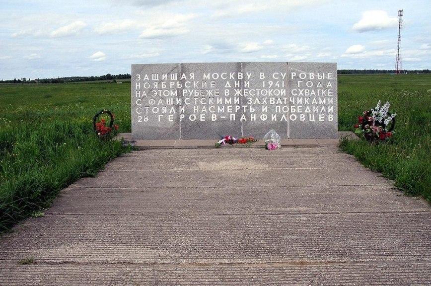 В Алма-Ате осквернили памятник советским воинам