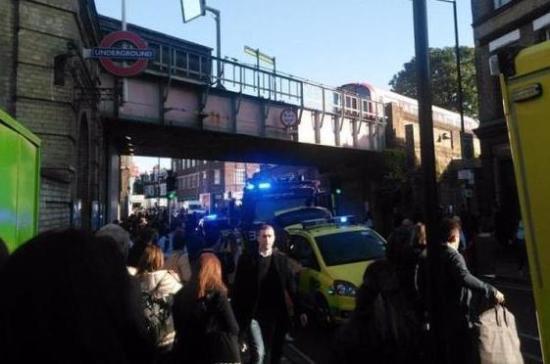 Несколько человек пострадали при взрыве настанции метро встолице Англии