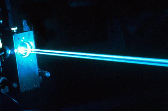 Российские учёные использовали лазерный луч для зарядки телефона