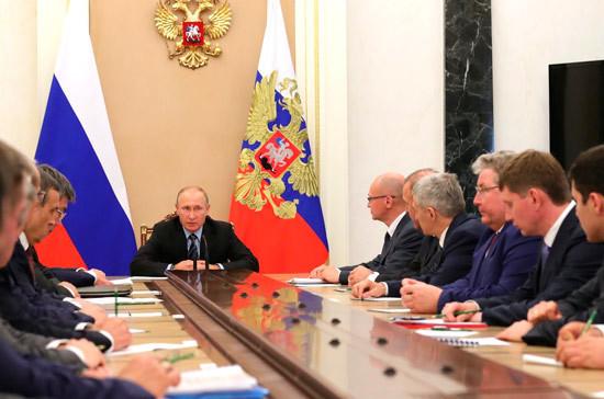 Путин призвал губернаторов избегать несбалансированных расходов