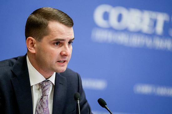 Ярослав Нилов предложил освободить от подоходного налога россиян, зарабатывающих меньше 15 тысяч рублей