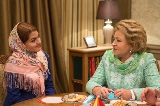 Валентина Матвиенко встретилась с иранской девочкой, с которой фотографировалась 13 лет назад