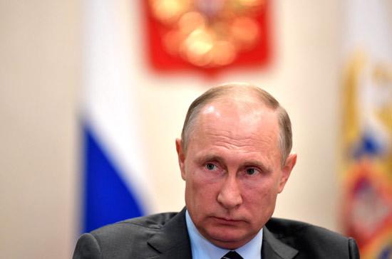Путин поздравил Хаджимба сДнем Победы