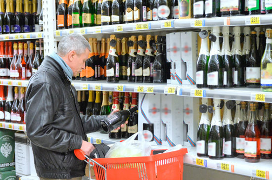 Чиновники получат право на внезапные проверки алкомаркетов