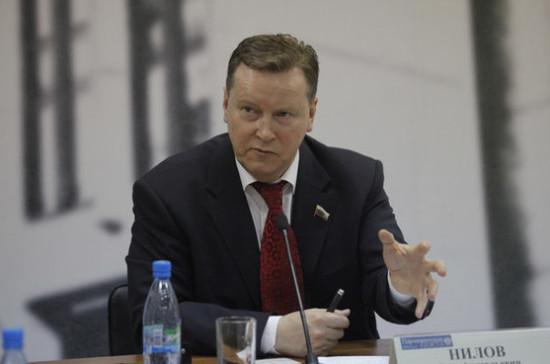 Олег Нилов: железнодорожные переезды следует оснащать современными видами заграждений