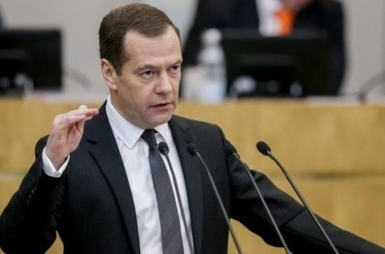 Медведев поручил Минэнерго провести переговоры с Пакистаном о поставках СПГ