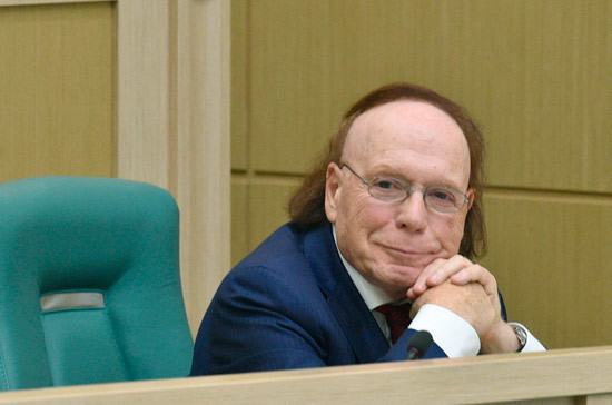 Радзинский рассказал сенаторам о своём взгляде на российские революции