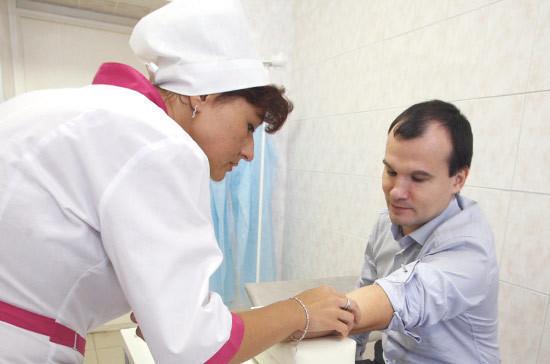 Депутат Елыкомов призвал регионы установить нормы обеспеченности медработниками