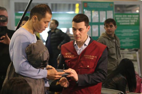 В Госдуме призвали ускорить введение дактилоскопии для всех въезжающих в Россию