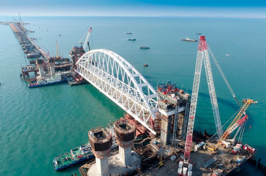 Названы сроки монтажа автодорожной арки Крымского моста