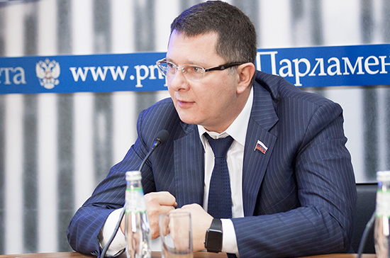 Бизнес просит разрешить вРФ хождение только русской криптовалюты
