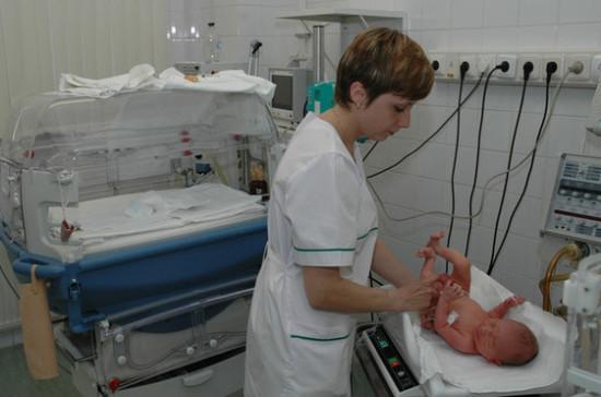 СМИ: Минтруд предлагает делать подарки новорожденным от государства