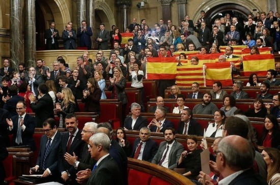 Правительство Испании объяснило приостановку автономии Каталонии угрозами  интересам страны - Парламентская газета