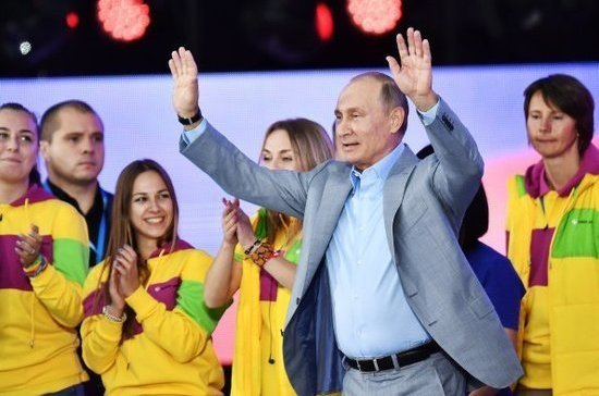 Путин по-английски пожелал участникам Всемирного фестиваля молодёжи всего наилучшего