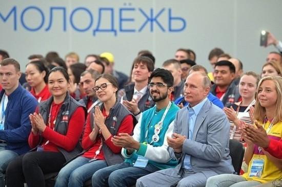 Путин порекомендовал молодежи строить только выполнимые планы