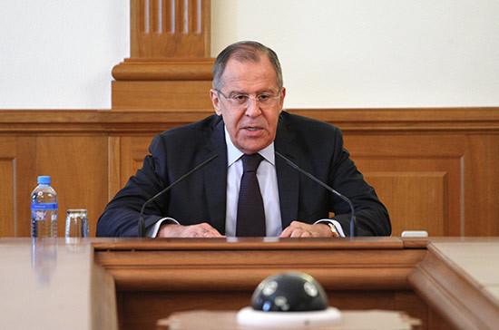Россия будет добиваться от США разъяснений по их новой линии в Сирии, заверил Лавров