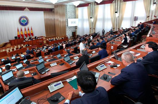 Спикер парламента Киргизии подал вотставку